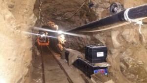 Esta foto del 21 de octubre de 2015 difundida por la Policía Federal de México muestra un túnel subterráneo utilizado para trasegar droga desde Tijuana, México, a San Diego, California, EEUU. Unas 10 toneladas de marihuana fueron descubiertas en un túnel construido para el trasiego de drogas de Tijuana a San Diego, informaron autoridades el jueves 22 de octubre de 2015.  (Mexico Federal Police via AP)